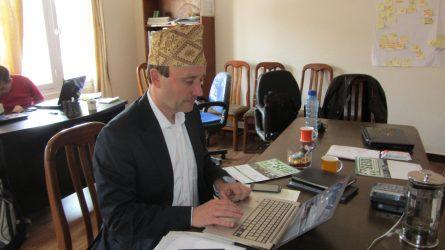 Stefan Melnitzky im SEID Büro in Kathmandu